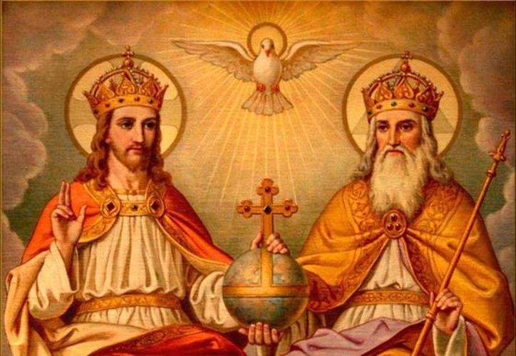 La solemnidad de la Santísima Trinidad es la celebración de la presencia de Dios en la Iglesia. (imagenesreligiosas.net)