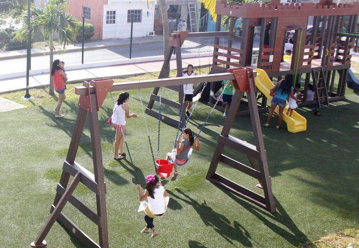 Los menores disfrutan de los juegos infantiles en los parques. (Cortesía)