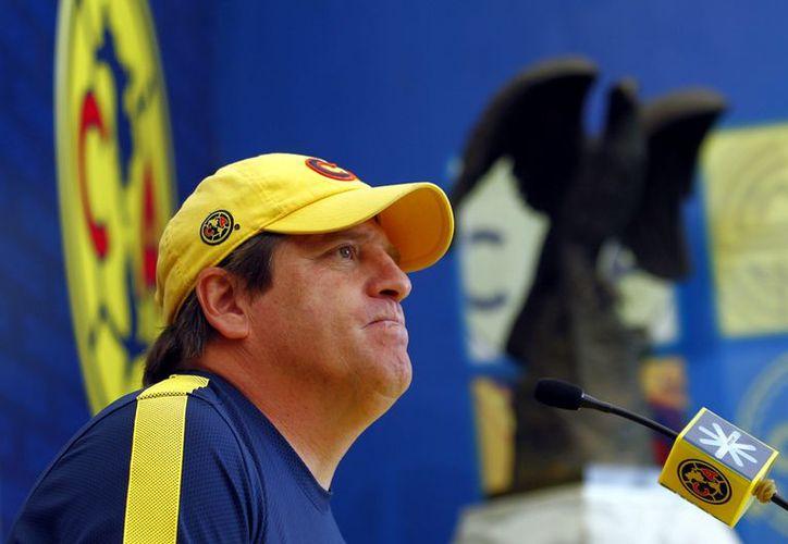El entrenador azulcrema Miguel Herrera logró llevar a las Águilas a la semifinal en el más reciente torneo. (Reforma)