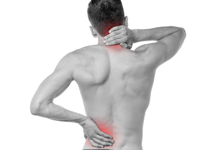 Muchas personas han padecido dolor de espalda por levantar un objeto pesado, una mala postura o algún golpe. (Contexto/Internet).