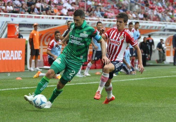 Las Chivas consiguieron su segunda victoria del torneo para llegar a siete unidades, en el encuentro que tuvieron este domingo frente a Chiapas con marcador de 4-1.(chivasdecorazon.com.mx)