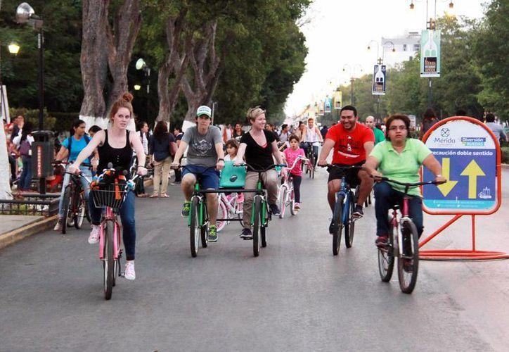 Autoridades municipales promueven en la Bici Ruta la convivencia familiar. Anuncian concurso para festejar a los niños en su día. (Milenio Novedades)