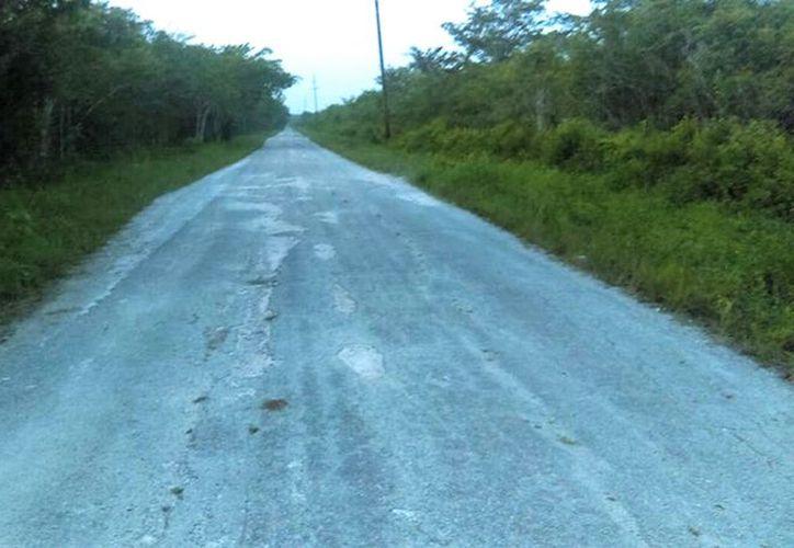 Campesinos afectados comentaron que en esta temporada de lluvias las terracerías se convierten en lodazales intransitables. (Javier Ortiz/SIPSE)