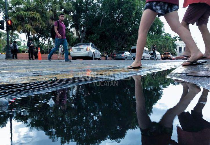 Se espera que este miércoles el sistema frontal 36 se desplace sobre la Península de Yucatán y mantenga la presencia de chubascos a lluvias fuertes.