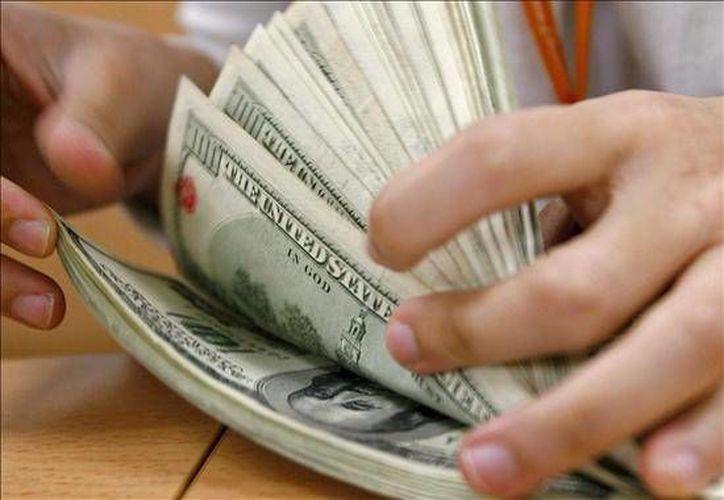 Una de las causas de la disminución de las reservas internacionales fue la compra de dólares del gobierno federal al banco central por 33 mdd. (Agencias/Foto de contexto)