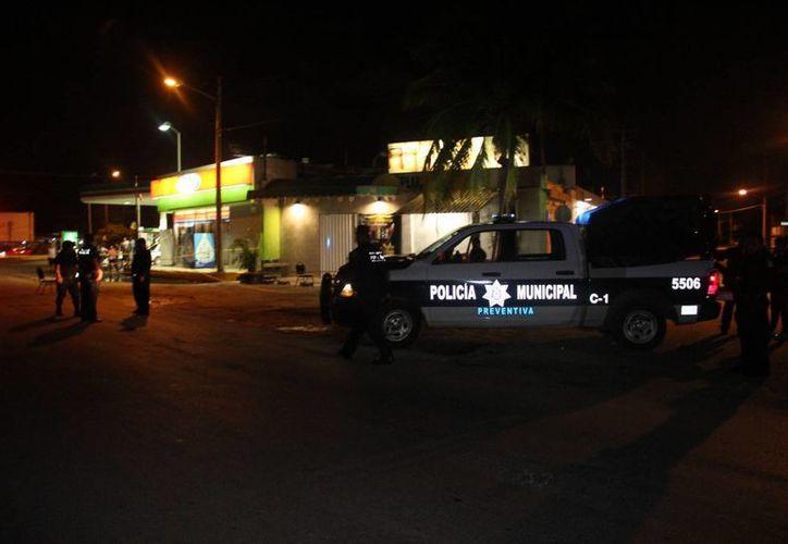 Un mesero recibió tres impactos de bala tras ser atacado el jueves cuando trabajaba en un bar de la Región 219 de Cancún. (Redacción/SIPSE)