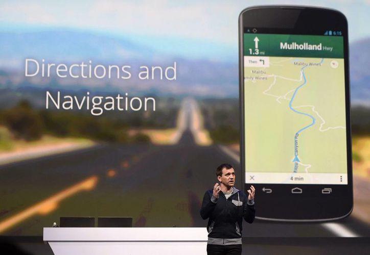 Daniel Grap, director de Google Maps, expone el nuevo diseño y navegación del servicio. (EFE)