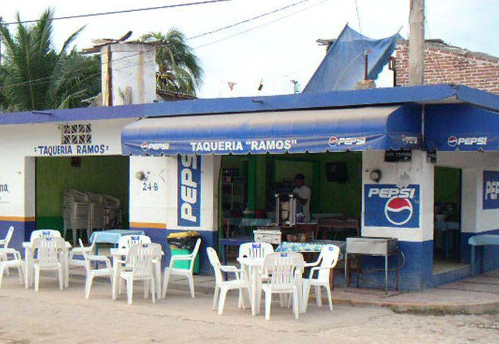 Los negocios que obstruyan la circulación pública pueden ser acreedores a sanciones económicas, destacan. (Imagen tomada de www.costalegre.ca)