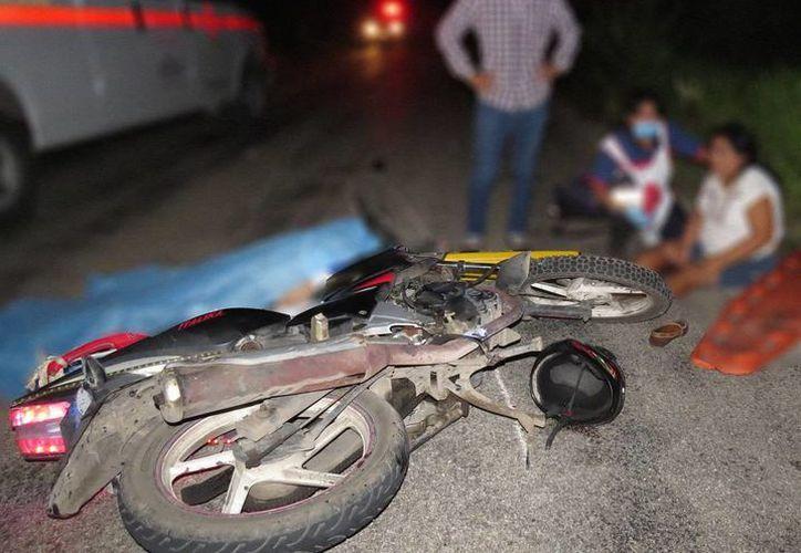 Un choque de frente entre dos motocicletas dejó saldo de un muerto y dos heridos, en la carretera Ticul-Sacalum, Yucatán. (SIPSE)