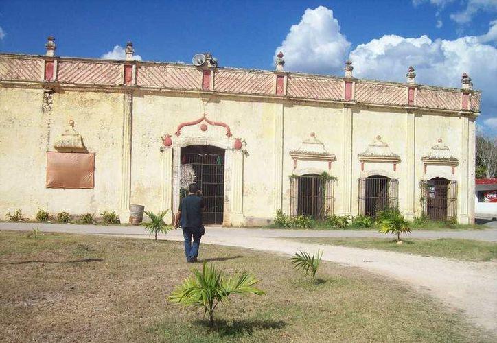 La Casa de las mil columnas o casa del 'Huay Coot' en Yaxcabá. (Jorge Moreno/SIPSE)