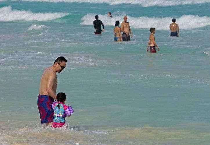 La Cofepris realizó un monitoreo para verificar la calidad del agua de las playas públicas de Cancún y Puerto Morelos. (Cortesía)