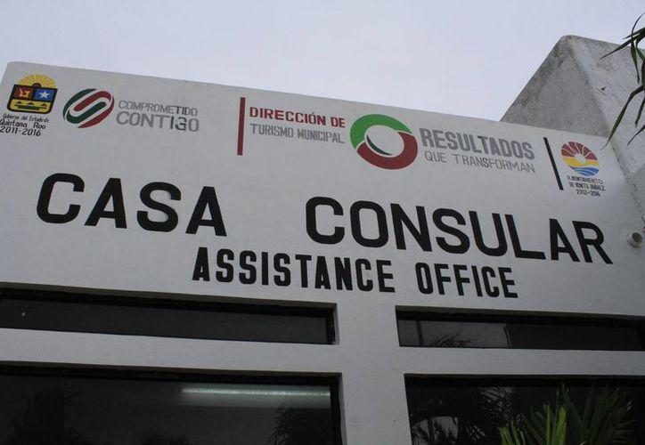 La Casa Consular se ubica en el kilómetro 13 de la zona hotelera de este polo vacacional. Atiende a los visitantes extranjeros. (Sergio Orozco/SIPSE)