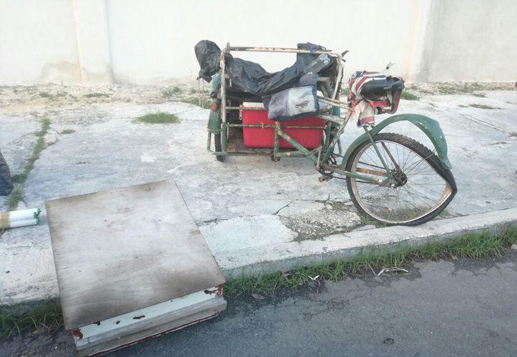 El panadero había quedado tirado sobre el asfalto. (Foto: Redacción/SIPSE).