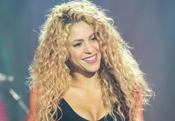 Shakira desató rumores sobre un nuevo embarazo, tras publicar un video en donde baila bachata. (Hola)