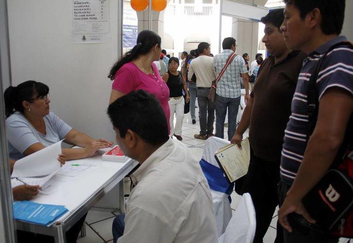 La mayoría de las vacantes que se ofrecen son para vendedores y promotores. (Juan Albornoz/SIPSE)
