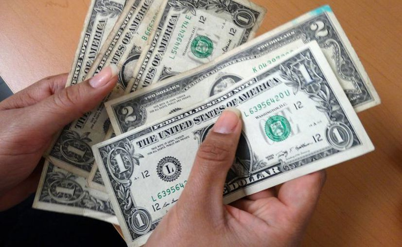 El dólar estadounidense rebasa el nivel histórico al venderse en 19.05 pesos. (SIPSE)