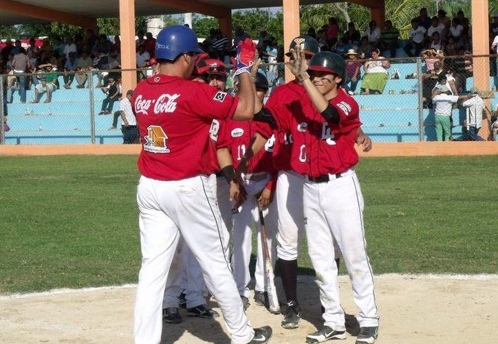 Línder Castro condujo a los Diablos a la primera victoria en la final. (SIPSE)