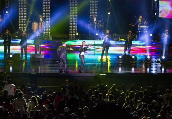Para quienes no pudieron atestiguar alguno de los conciertos de La Arrolladora Banda El Limón en el Auditorio Nacional, este mismo mes Cinépólis lo proyectará. (Foto de archivo de Notimex)