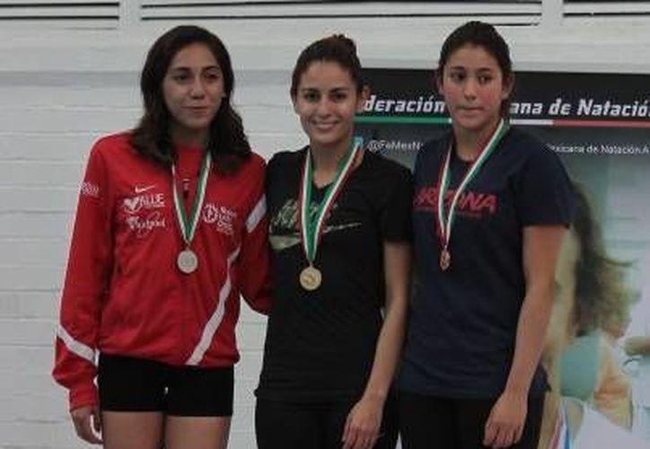 Adriana Jimenez (derecha) consiguió el sexto lugar en la Copa del Mundo de Clavados de Altura en Rusia. (Notimex)