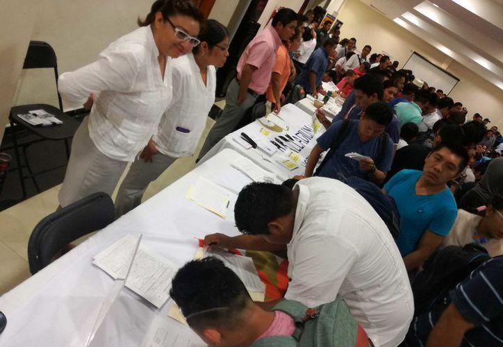 En la Feria de Reclutamiento que realizó la CROC realizada este lunes, se ofertaron más de mil 600 vacantes. (Adrián Barreto/SIPSE)