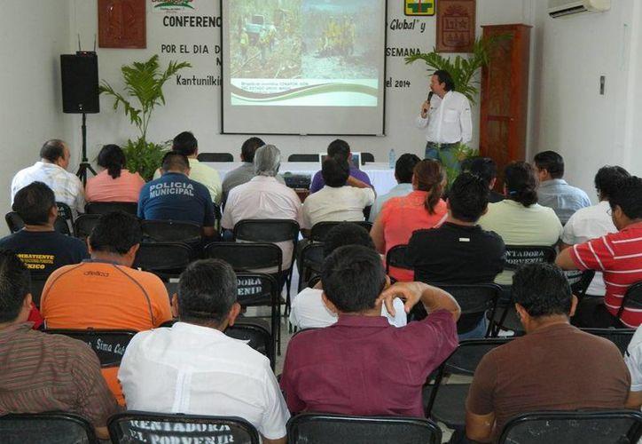 Las actividades se efectuaron en la sala de juntas del Ayuntamiento. (Raúl Balam/SIPSE)