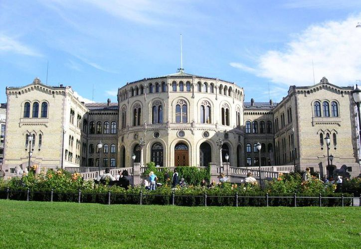 Los dispositivos de espionaje fueron localizados cerca del Parlamento de Noruega, cuyo edificio aparece en la imagen. (norskevaapen.no)