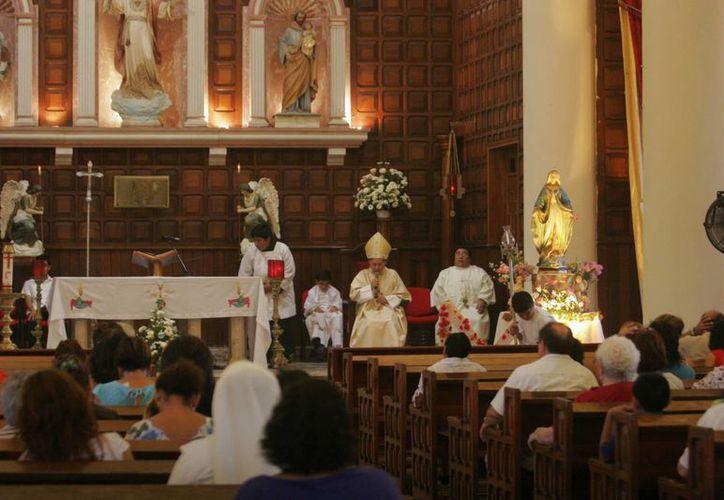 El obispo emérito dijo que al concluir esta etapa no se da por terminada la Fe, pues ésta hay que vivirla según dicte el corazón. (Harold Alcocer/SIPSE)