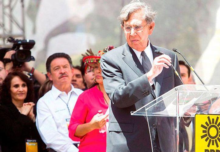 Imagen de archivo Cuauhtémoc Cárdenas, durante un mitin del PRD, su ahora expartido. 'El ingeniero' le dijo 'no' a otros partidos políticos, incluso a Morena de AMLO. (excelsior.com.mx)