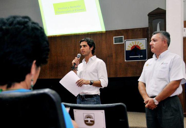 """La capacitación se realizó en el """"Salón Municipios de Quintana Roo"""" del Palacio Municipal. (Cortesía/SIPSE)"""
