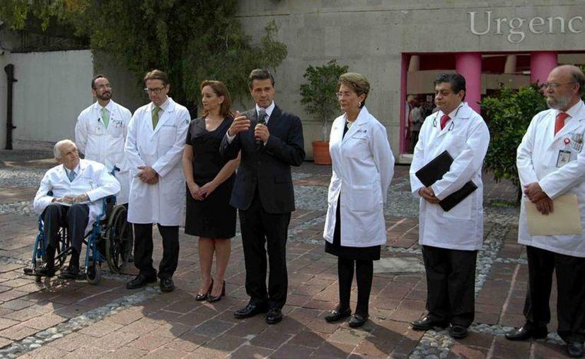Peña Nieto visitó a los lesionados por el ataque del domingo en Egipto. No habrá imágenes del encuentro por deseo de los pacientes. (Notimex)