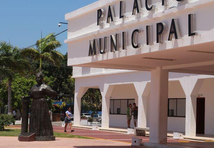 Una nueva denuncia por desvío de recursos y peculado fue interpuesta contra ex funcionarios de primer nivel en el municipio de Solidaridad. (Foto: Adrián Barreto/SIPSE)