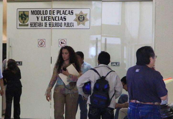 Exhortan a conductores a ponerse  al día ante el Gobierno estatal. (José Acosya/SIPSE)