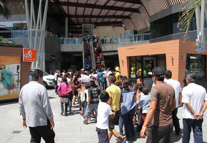 Fueron más de 200 niños, acompañados por sus padres, participaron en el evento. (Consuelo Javier/SIPSE)