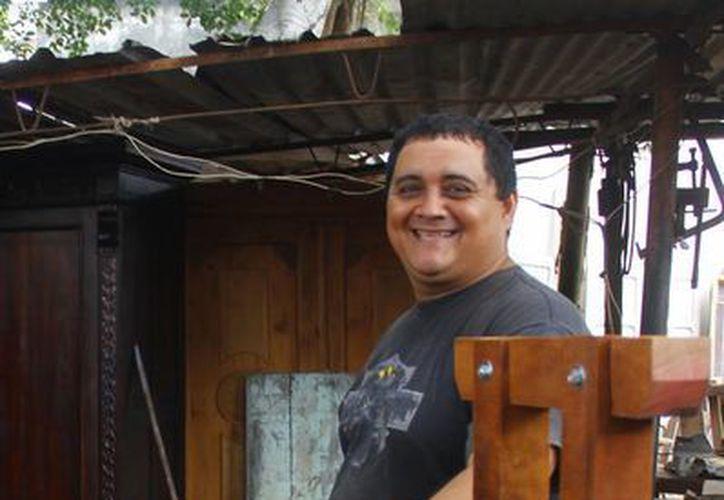 Roberto Herrera Pérez relata que lleva toda una vida de anticuario. (Milenio Novedades)