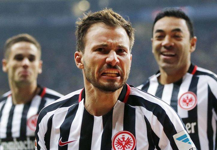 El Eintracht Frankfurt subió a la tercera posición de la Bundesliga, mientras que el Borussia Dortmund cayó hasta el sexto lugar. (Michael Probst/AP)