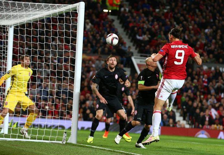 Manchester United conquistó su primer triunfo en la Europa League y se ubica a un punto del líder Fenerbahce.(Dave Thompson/AP)