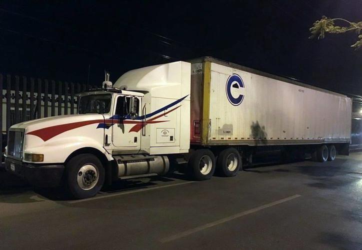 Los transportistas están atravesando un difícil momento con el encarecimiento de los seguros. (SIPSE)
