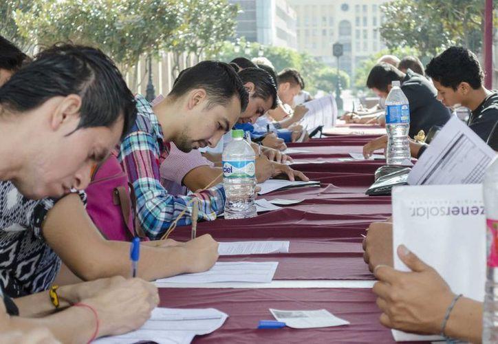 De acuerdo con datos del IMSS, al cierre de 2015 se generaron 109 mil 269 empleos formales en México. (Archivo/Notimex)