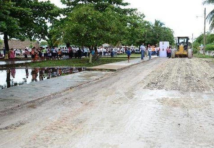 El Ayuntamiento invierte en la reconstrucción, construcción y pavimentación de calles. (Cortesía/SIPSE)