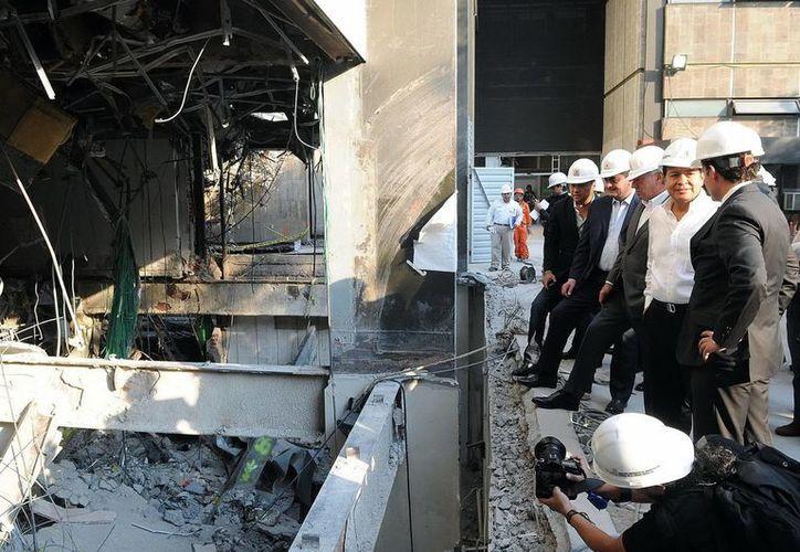 Integrantes de la Comisión de Energía de la Cámara a de Diputados realizaron un recorrido por el complejo administrativo de Petróleos Mexicanos. (Notimex)