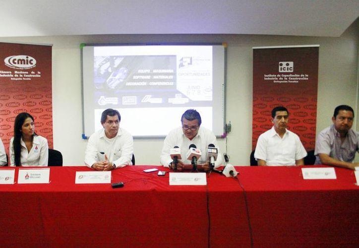 Dirigentes de la CMIC en Yucatán ofrecieron ayer detalles sobre la Expo Construcción 2013. (Milenio Novedades)