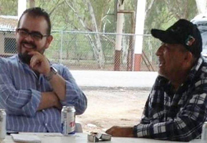 Imagen de uno de los encuentros entre Rodrigo Vallejo y Servando Gómez 'La Tuta'. El abogado defensor de Vallejo asegura que no hay razón para la detención de su cliente. (Captura de pantalla de YouTube)