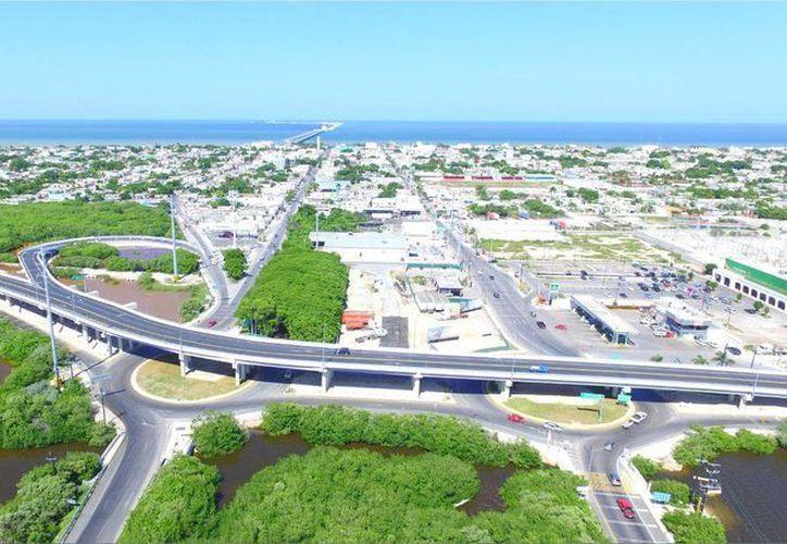 Distribuidor vial de acceso al puerto de Progreso. Esta vez los gobiernos estatal y federal aportarán 70 mdp en obras de infraestructura. (Milenio Novedades/Foto de contexto)