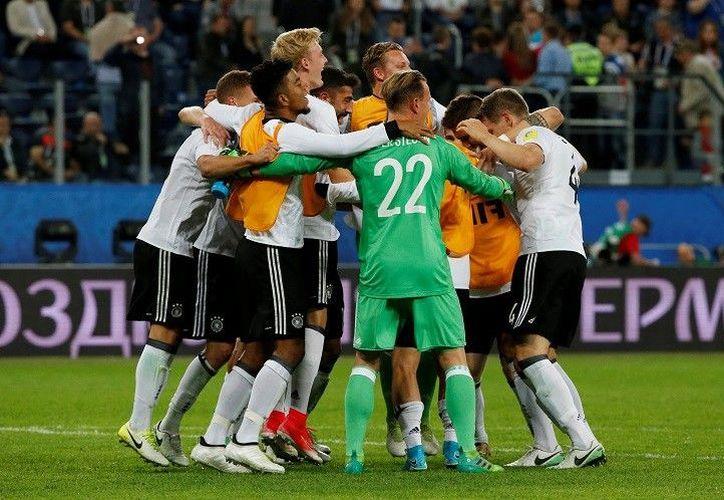 Los alemanes llegaron a esta final después de golear por cuatro goles a uno a la Selección de México. (Reuters).