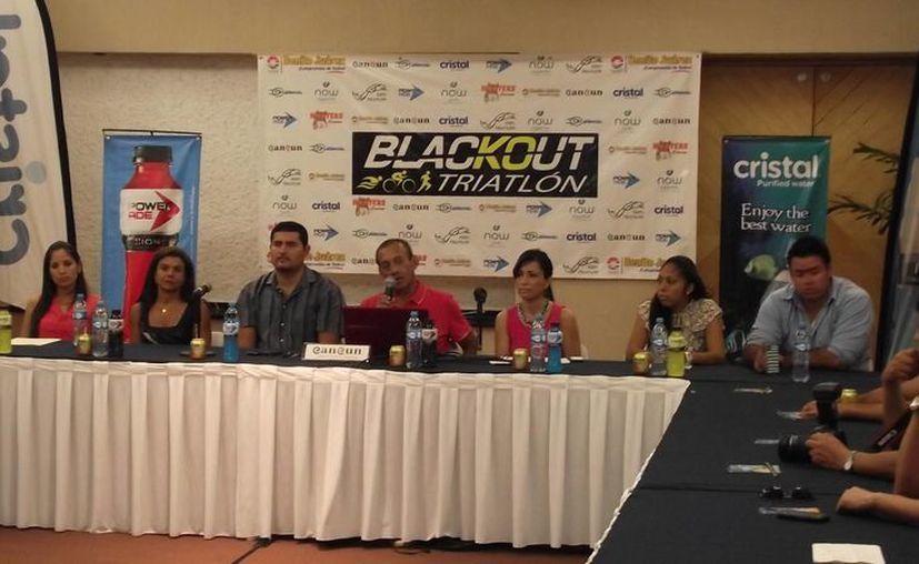 Presentación de la tercera edición del Triatlón de Puerto Morelos. (Raúl Caballero/SIPSE)
