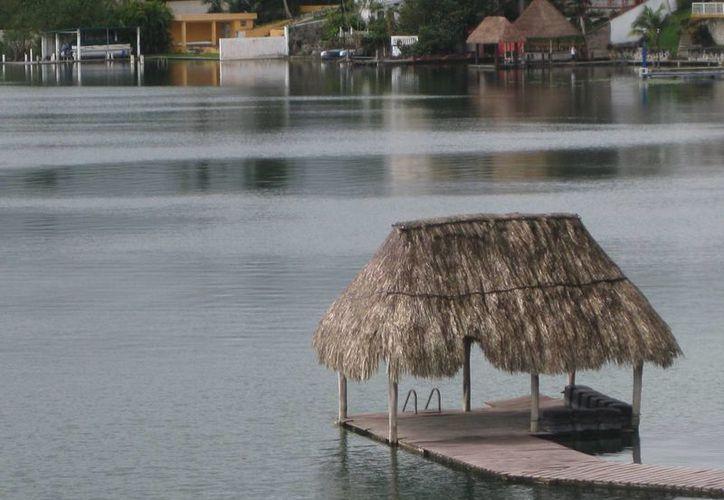 Turistas sudamericanos ven a Bacalar como un sitio de paso. (Javier Ortíz/SIPSE)