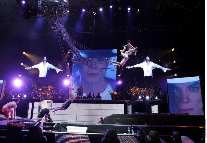 Pese a estar muerto, Michael Jackson sigue generando dinero. En la imagen, un espectáculo inspirado en el Rey del Pop. (Agencia Reforma)