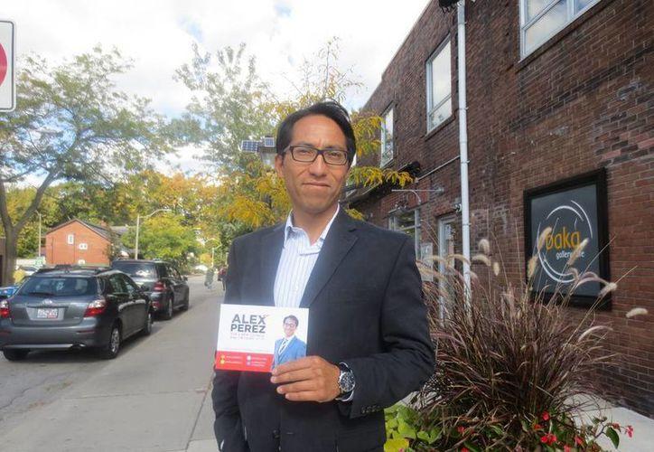 Álex Pérez aspira a ser el representante del Distrito 13, una zona residencial lujosa que rodea High Park, el pulmón verde de Toronto. (Notimex)