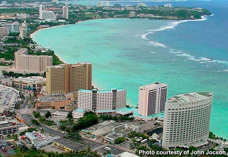 Imagen aérea de la isla de Guam que este miércoles resintió un temblo de magnitud 7.1. No se reportaron daños ni heridos. (guamreeflife.com)