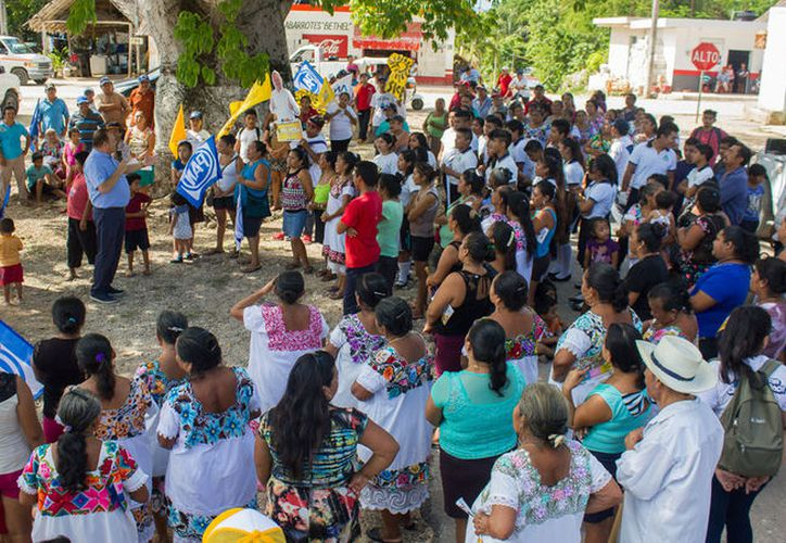 José Esquivel refirió que escucha y programa con la gente las obras y acciones urgentes. (Redacción/SIPSE)